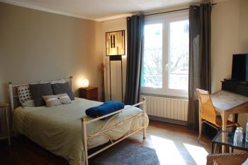 Chambre d'hôtes proche Paris - Chez Kate - grande chambre avec fenêtre triple vitrage
