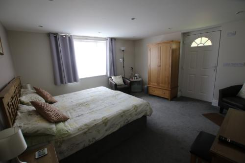 Premium-Double or Twin-Garden View-Wet room-Room 5 - Ground Floor