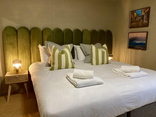 We offer homely guest rooms (bedroom 5)