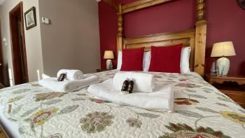 The New Inn - King size four poster bed en-suite