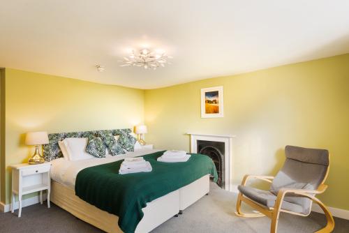 Family room-Superior-Ensuite with Bath-Langmoor Room