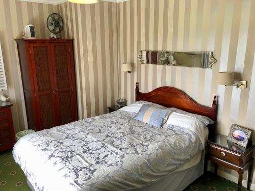 Double room-Standard-Private Bathroom-Countryside view - Room Only