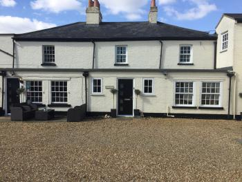 House-Family-Ensuite with Shower-Countryside view-Whitehouse Cottage - Base Rate