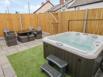 The Blue Lion - Apartment 2 Outdoor area & Hot Tub