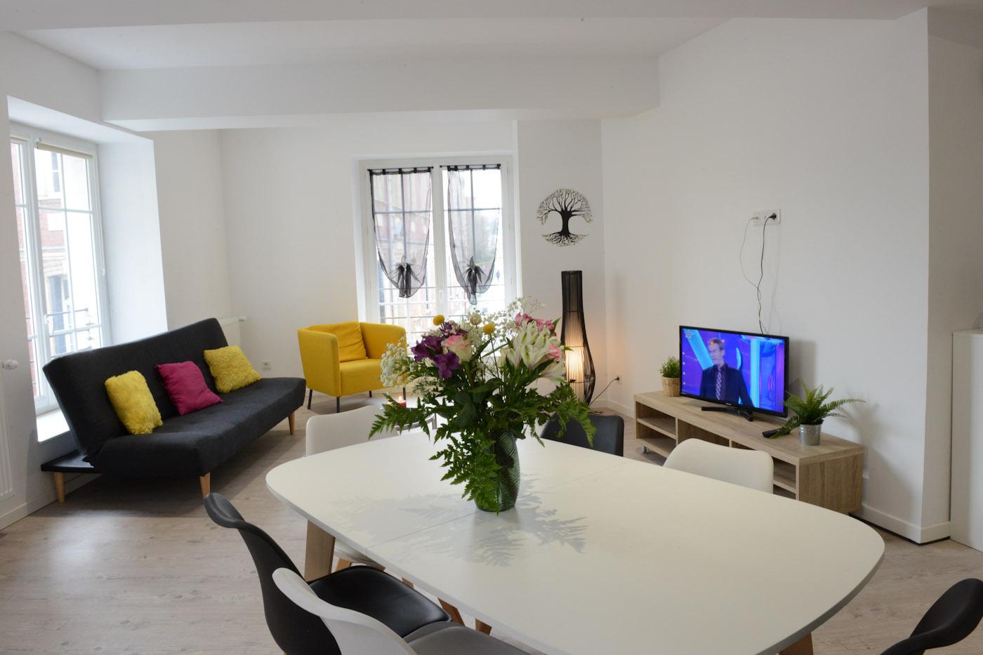 Cuisine Integree Dans Salon appartement rue d'ecosse, dieppe, france - toproomscom