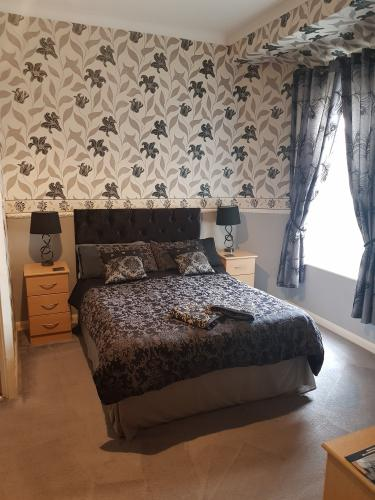 Large-Double room-Ensuite with Shower-Room 2 Ground floor - Base Rate