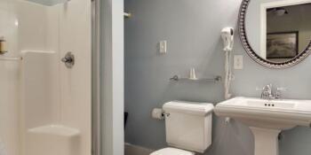 Bathroom in the Mandevilla Room