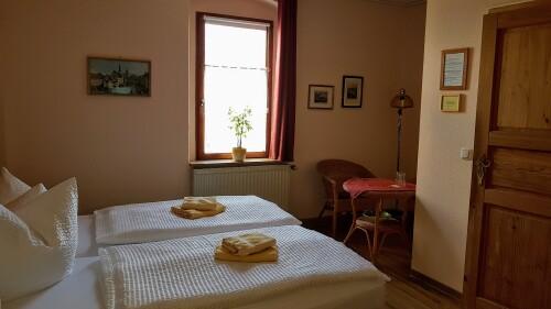 Doppelbett oder zwei Einzelbetten-Standard-Ensuite Dusche-Strassenblick - Basistarif