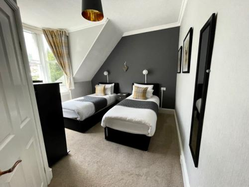 Double or Twin-Ensuite-King/Twin Room - Twin room-Ensuite