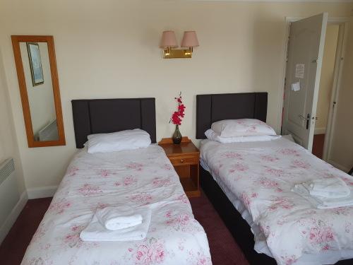 Triple room-Standard-Ensuite with Bath-Triple Room - Base Rate