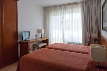 Hotel Miera habitación doble estándar dos camas