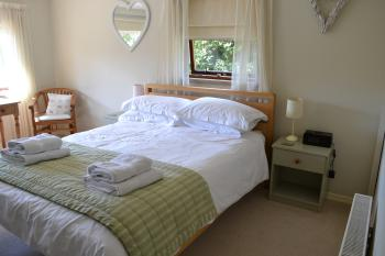 Southover Bed and Breakfast - Comfortable King-sized bed