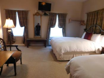 Room 06-Queen-Luxury-Ensuite with Jet bath-Mountain View - Base Rate