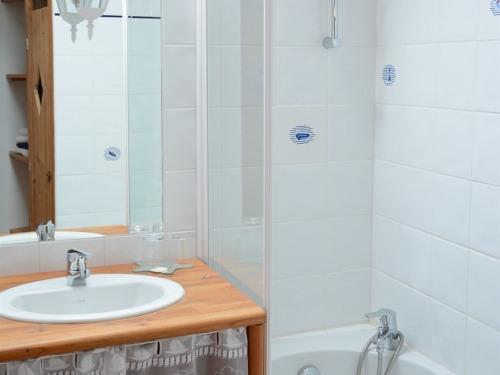 Dortoir-Classique-Salle de bain privée séparée-Vue ville-eco-label européen