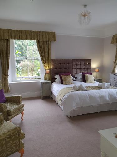 Wisteria Room-Double room-Ensuite with Bath-Garden View - Base Rate
