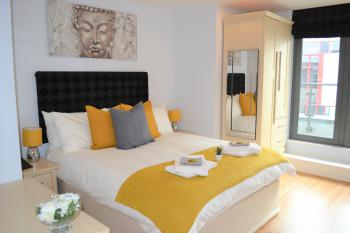 OnPoint Apartments - Rutland House - Bedroom, double bed