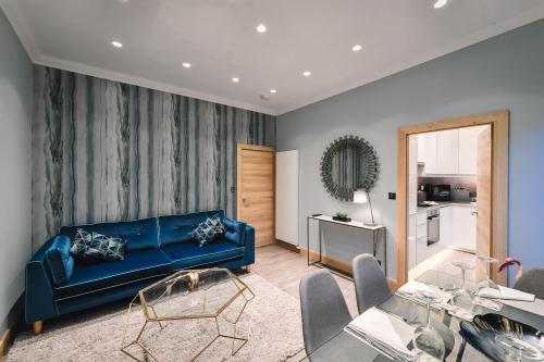 Luxury-Apartment-Ensuite with Bath-City View