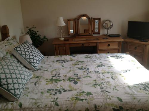 Double room-Luxury-Private Bathroom-Countryside view-Room 2 - Base Rate