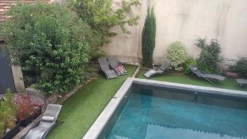 Vue sur piscine & jardin