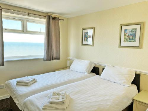 Twin room-Standard-Ensuite with Shower-Sea View - Base Rate Room Only