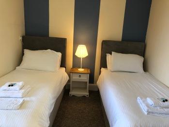 Twin room-Economy-Ensuite