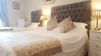 Twin Double-Luxury-Ensuite-Terrace-SPA ROOM