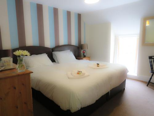 Double room-Deluxe-Ensuite with Bath-Street View-Room 7 Deluxe Double - Base Rate