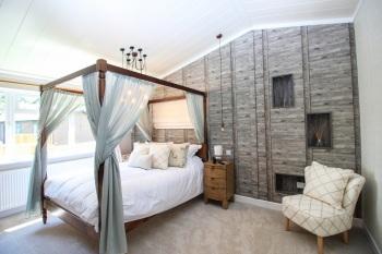 Hollicarrs - Kingfisher Lodge - Master Bedroom