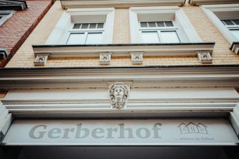 Logo / Zufahrt zum Gerberhof
