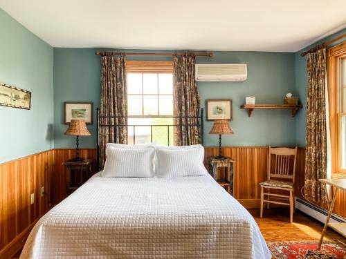 Deluxe Main Lodge Room-Queen-Ensuite