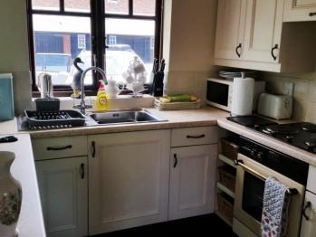 Cottage B kitchen