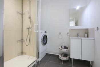 Salle de douche et lave linge
