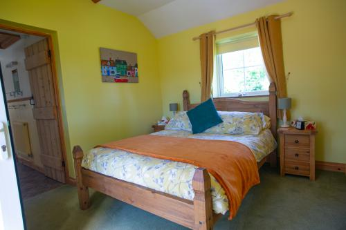 Double room-Standard-Ensuite with Shower-Garden View-The Sunrise Room - Base Rate