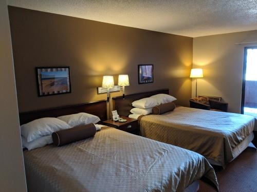 Lodge 2 Queen Room