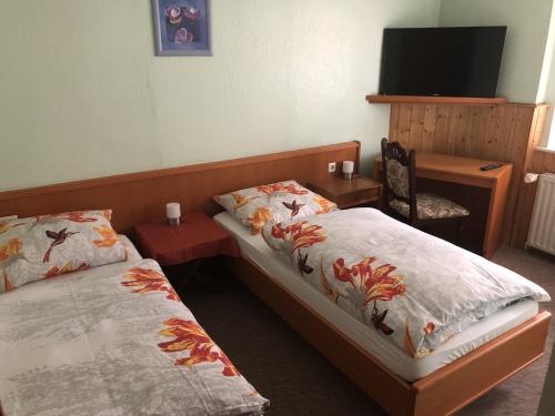 Dreibettzimmer-Klassisch-Eigenes Badezimmer-Dreibettzimmer - Standardpreis