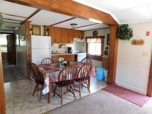 #1 - The Four Season's -Cottage-Private Bathroom-Large - Base Rate