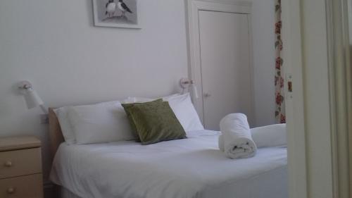 Suite-Private Bathroom-Apt-4 1-bed 1-shwr 2-ppl - Base Rate