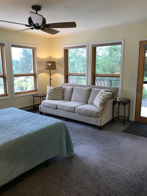 Single room-Private Bathroom-Queen-Woodland view-Aspen