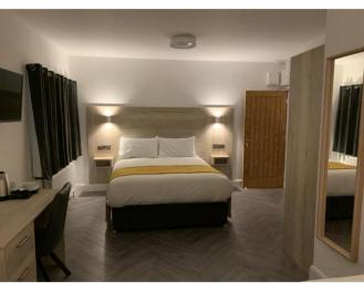 Modern-Double room-Ensuite with Shower