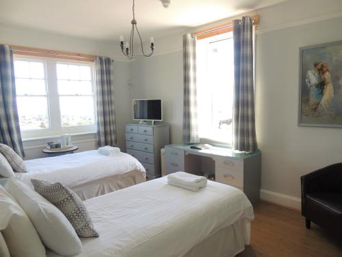 Twin room-Superior-Ensuite with Shower-Sea View - Base Rate