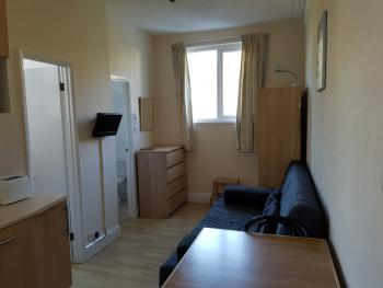 Family room-Ensuite with Shower-Flat 3 - sleeps 4 - Base Rate