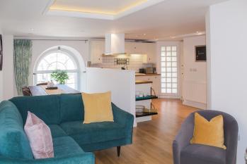 Panda Sanctuaries, Kensington Chapel Apartment  - living room