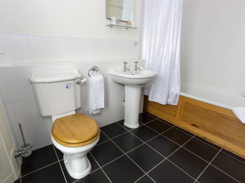 Front Facing -Double or Twin-Ensuite - Base Rate