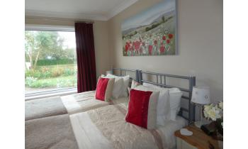 Twin room-Comfort-Ensuite with Shower-Garden View-Twin Room