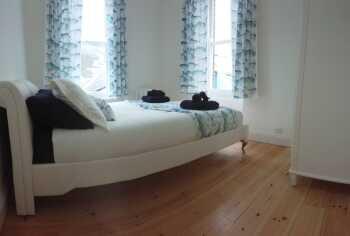 Looe Harbour Apartment - Main Bedroom