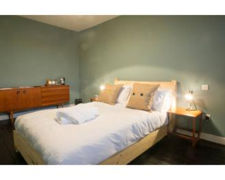 Double room-Ensuite with Shower-Balcony - Room Only