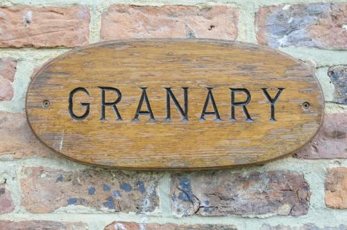 Granary Cottage - SELF CATERING.