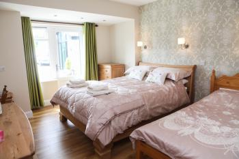 Double room-Ensuite with Shower-Ground floor (wheelchair)