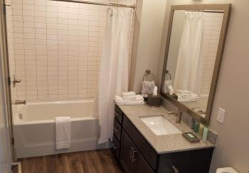 Apartment-Queen-Private Bathroom-City View-Room 206 - Base Rate