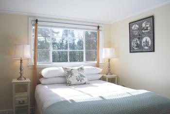 Queen en-suite with additional single bed room 2